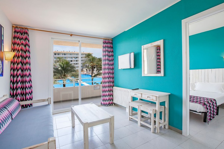 Apartamentos vista piscina club b by bh mallorca magaluf